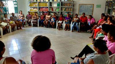 Mulheres recebem informações sobre a Lei Maria da Penha (Foto: Daniele Silva - Ascom SPM-BA)