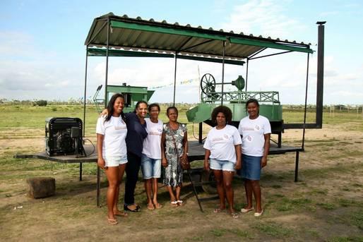 SPM-BA entrega casa de farinha móvel a comunidade quilombola